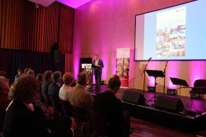 Bürgermeister Dornbusch begrüßt die anwesenden Gäste