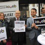Das Foto zeigt OB David Langner ( 2. v.r.) mit den koveb-Geschäftsführern Hansjörg Kunz (rechts) und Jürgen Czielinski (3. v.l.) sowie koveb-Prokurist Bernd Reeb (links).