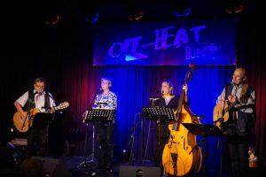 Die vier Saitenspinner bei ihrem Auftritt (Foto: JUKZ Lahnstein)