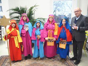 Bürgermeister Kessler begrüßte eine Gruppe von Sternsingerinnen im Rathaus.