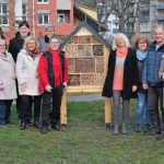 Bürgermeister Michael Mang und das Quartiersmanagement der südöstlichen Innenstadt bedankten sich den vielen Ehrenamtlichen, die mit professioneller Unterstützung in den Goethe-Anlagen ein Insektenhotel aufgebaut haben.