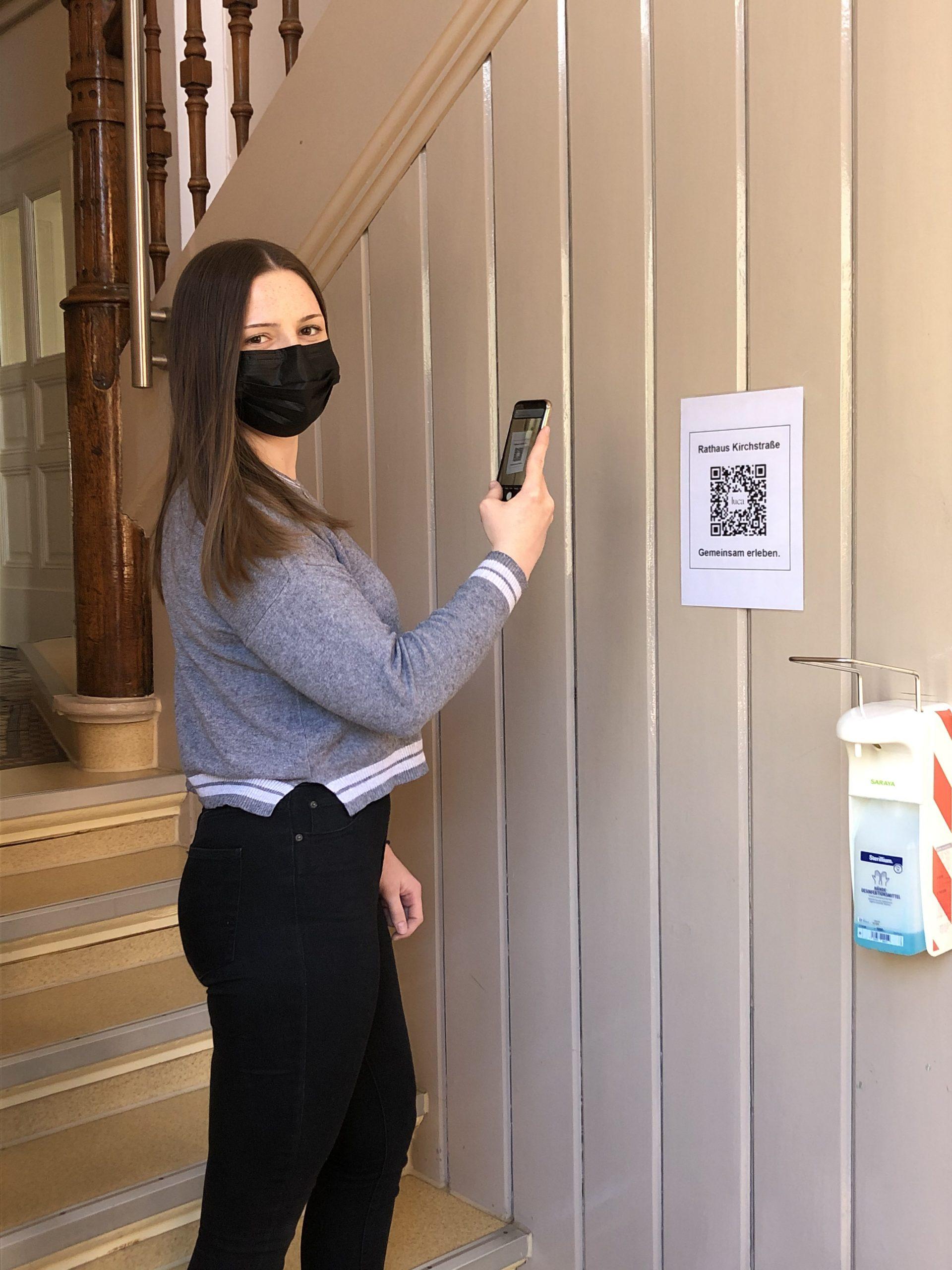 In der Lahnsteiner Stadtverwaltung mit der luca-App einchecken