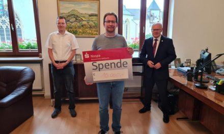 Lahnsteiner Unternehmer unterstützt Wiederaufforstung – Spende über 10.000 Euro eingegangen