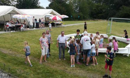 Leckeres Eis für die Ferienkinder bei der AWO – Lahnsteins Bürgermeister Adalbert Dornbusch besuchte das Ferienlager