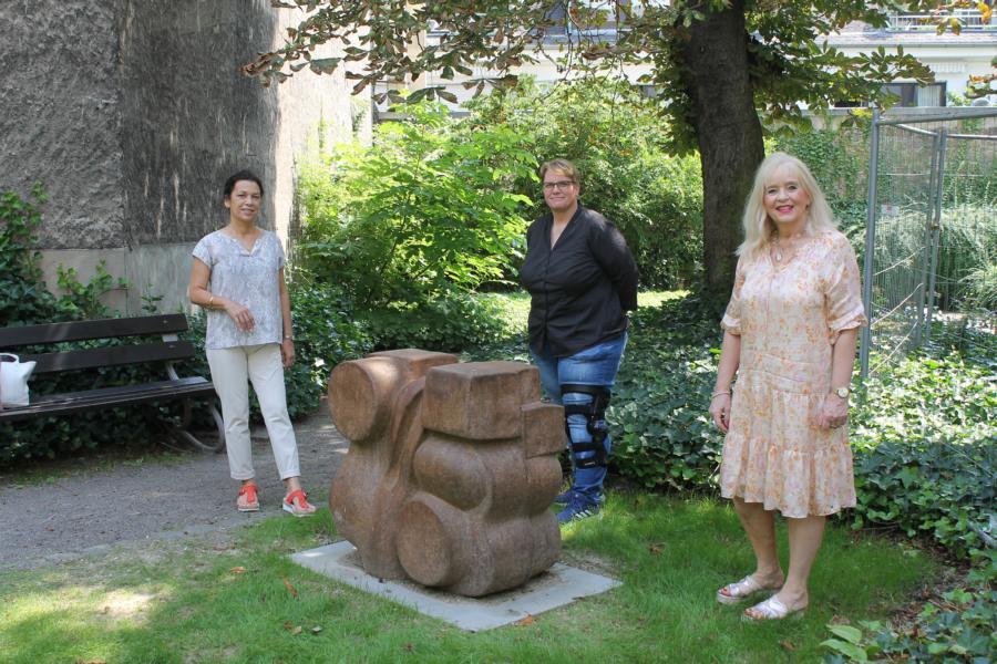 Granitskulptur von Rudi Scheuermann hat neuen Standort