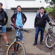 OB Jan Einig (2. von rechts) freute sich über die Radeskorte, die ihn zum Verwaltungshochhaus begleitete (von links): Pascal Stoltze, Kay Bröhl und Frank Blum.
