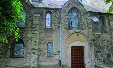 Meistermann-Fenster der Feldkirche bewundern