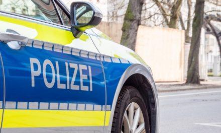 Kfz.-Kennzeichen in der Kurfürstenstraße verbogen und geklaut