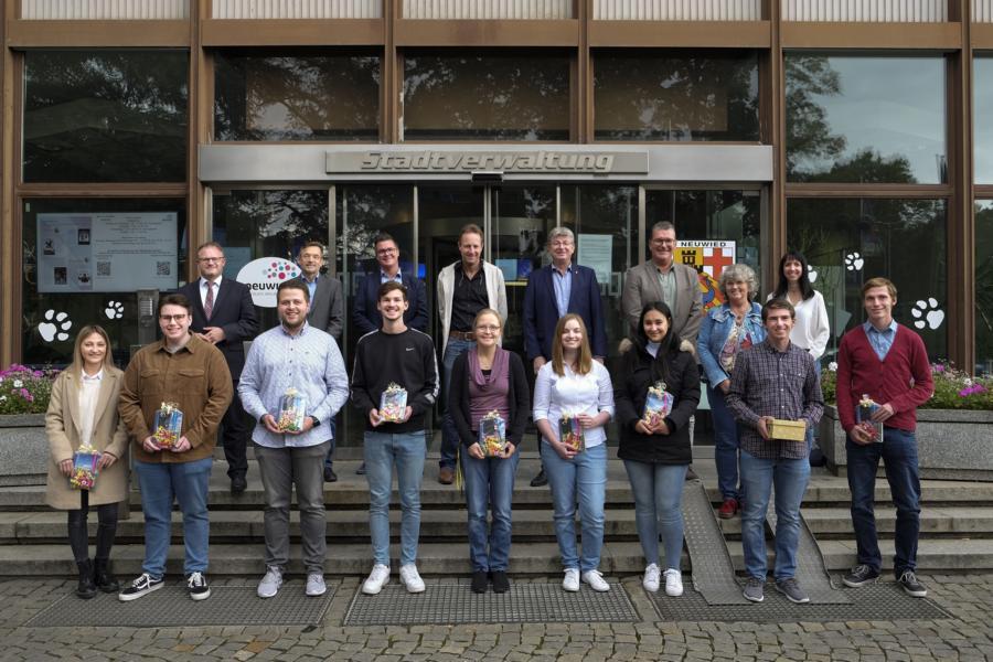 Gute Aufstiegschancen bei der Stadtverwaltung Neuwied – Oberbürgermeister und Personalrat gratulieren Absolventen