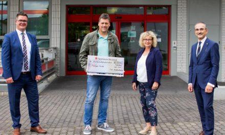 Deichstadtpokal: Spenden für Dernauer Kita – TuS Rodenbach und Sparkasse Neuwied spenden 3500 Euro